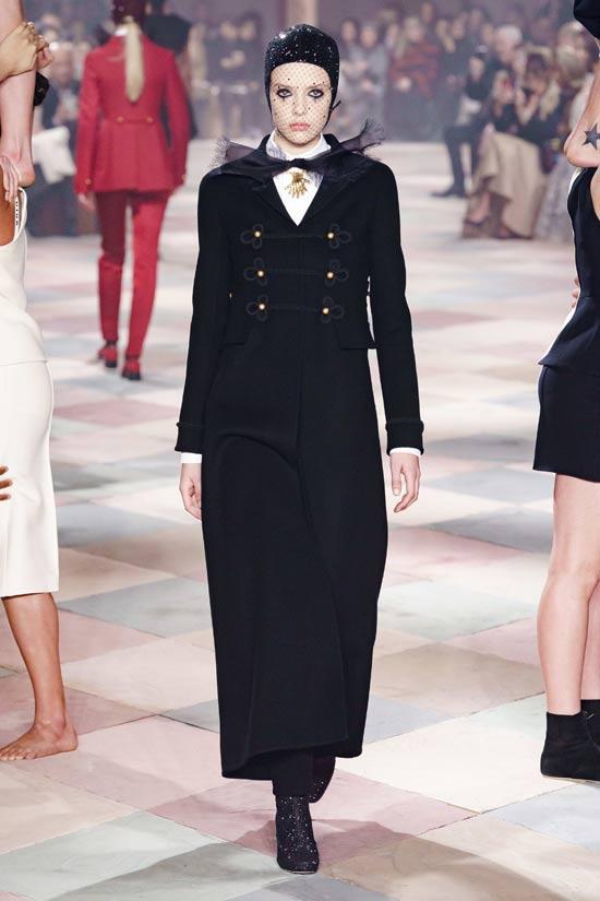 Dior开了个仙气十足的马戏团 高定礼服都在这