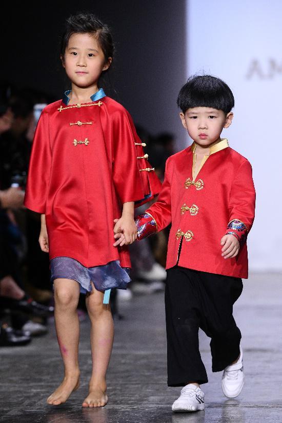 中国领先亲子品牌AmelieWang纽约时装周秀中国元素