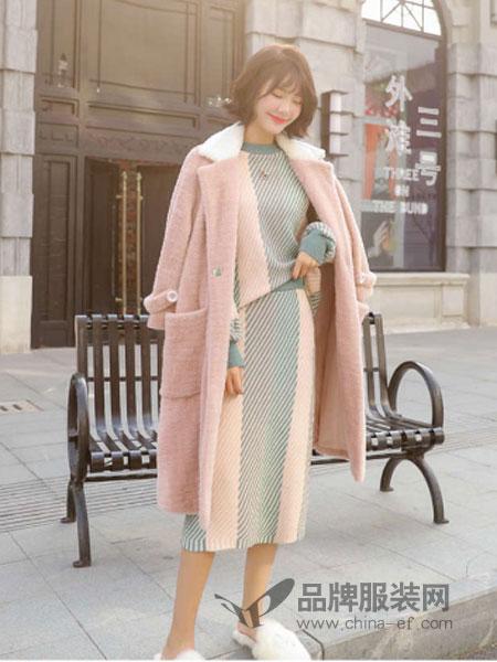 """巴黎时装周现5cm迷你包 """"看不懂的时尚""""重出江湖"""