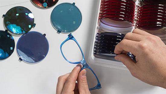 眼镜制造商Essilor Luxottica公布合并后的首份成绩单