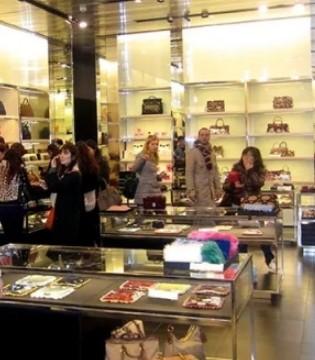 为跟Gucci展开竞争 Prada产品将不再打折