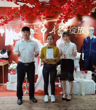 祝贺宁夏王女士成功签约诗曼芬品牌!