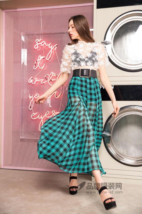 服装搭配的秘密都在哪 全在时尚自由点女装