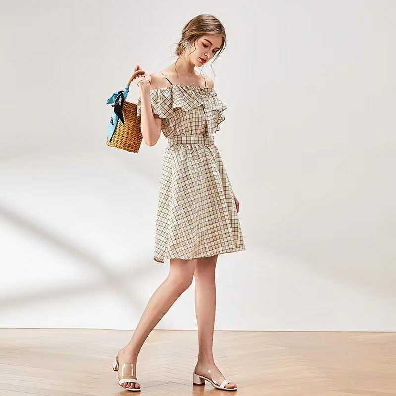 品牌折扣女装 绽放时髦魅力的服装已备好了