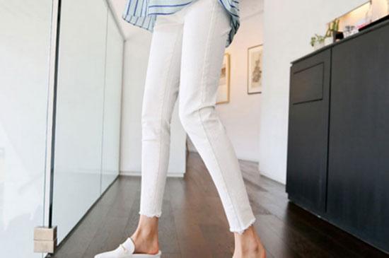 白色孕妇裤什么时候穿好 准妈妈如何搭配上衣