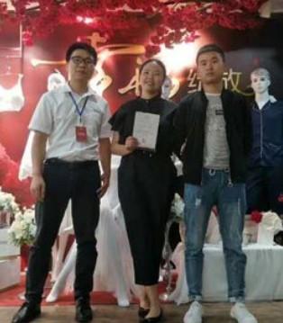 祝贺四川成都小年轻夫妇签约诗曼芬品牌