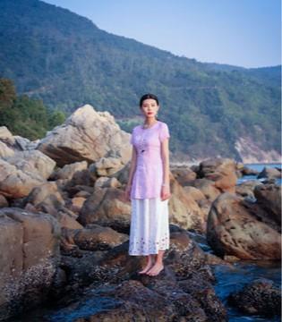 曼茜纱融合民族与时尚 服装界一朵民族之花