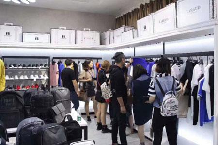 想在大商场开个男装店 开服装店选什么品牌合适