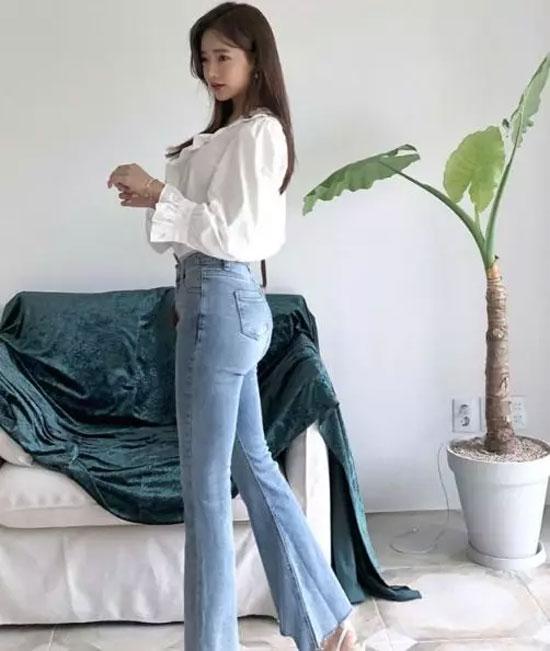融入喇叭型元素的牛仔裤 穿出清新雅致的气质
