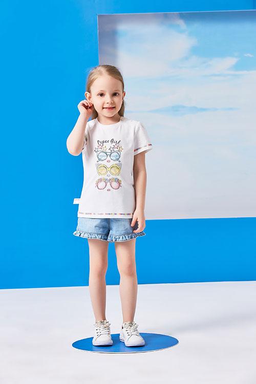 小猪班纳童装让你的孩子在夏季无忧无虑的玩耍