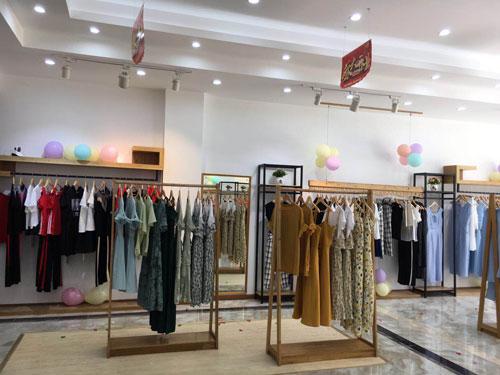 加盟商紧盯的金蝶茜妮品牌 在贵州盛大开业