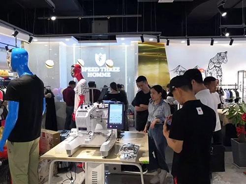 潮人必逛 新店开业 印花刺绣个性定制 拒绝撞衫!