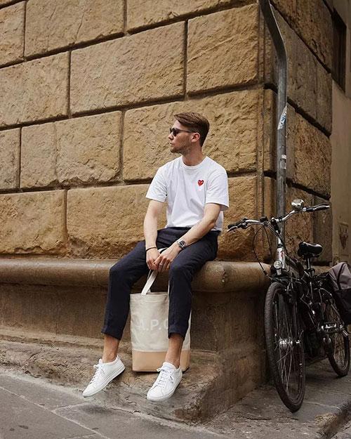 莎斯莱思时尚白色T恤,展现真实青春的自己!