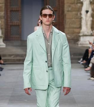 Salvatore Ferragamo菲拉格慕2020年?#26477;?#30007;装系列发布