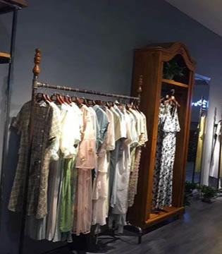 喜讯!播写女装在山东济南150平方旗舰店盛大开业!