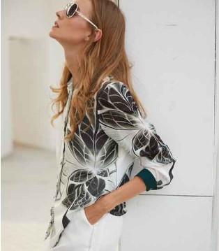 EI衣艾女装品牌 穿上服饰战胜一切 天然的气质!