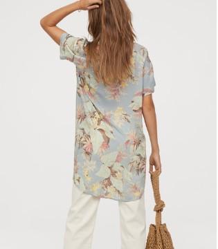 H&M服�品牌 新品上市 �m合去沙�┑倪B衣短裙