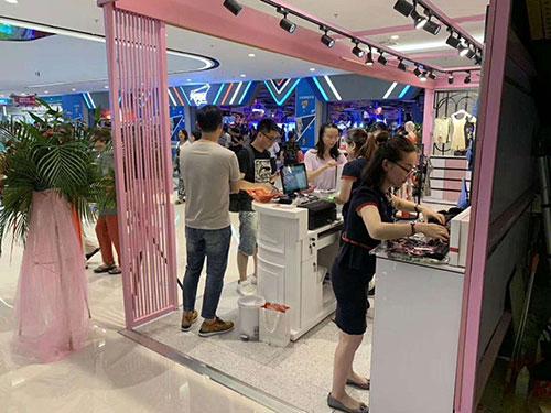 七月才步入 纤美品牌内衣于青浦万达盛大开业了