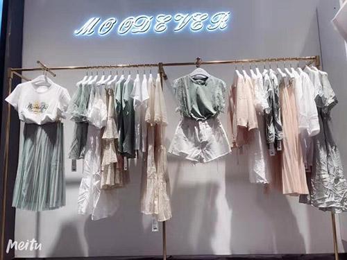 热烈祝贺MOODEVER女装店于7月13日在重庆盛大开业
