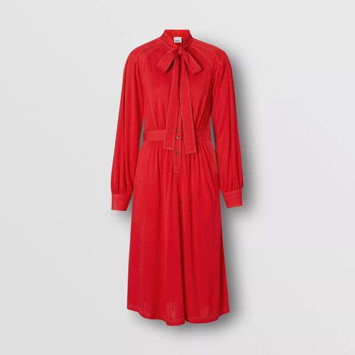 博柏利Burberry奢饰品品牌 夏日连衣裙搭配这包包绝配