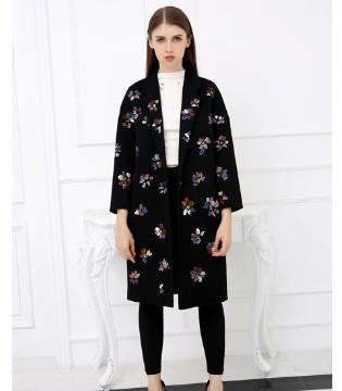 雀啡女装品牌 带你领略秋冬季节的美
