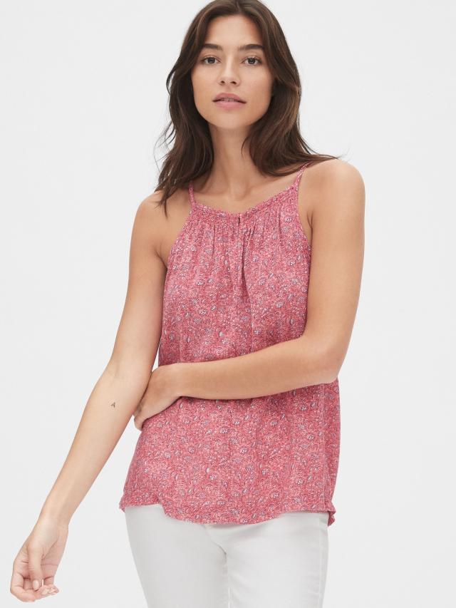 美国时尚品牌GAP(盖璞) 粉色印花衣装为你添加色彩