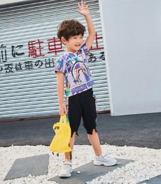 暑假的到来也是代表 是时候该给孩子买新服装啦