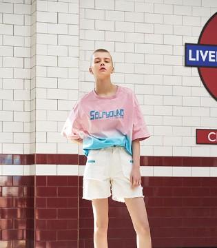 """""""时尚""""不仅仅是新鲜事物的追求 更是舒适穿搭的表现"""