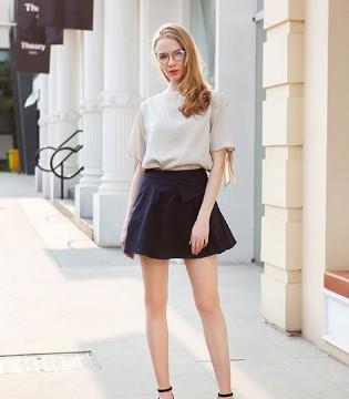 时尚又性感的穿搭方案都在秋之恋品牌女装里!