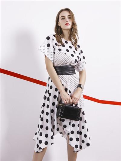 阿莱贝琳波点穿搭 让你的优雅与美丽共存