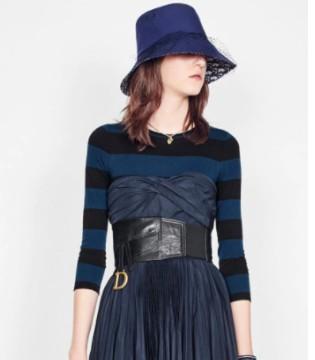 时尚品牌迪奥新品:海蓝色科技塔夫绸褶皱抹胸连衣裙