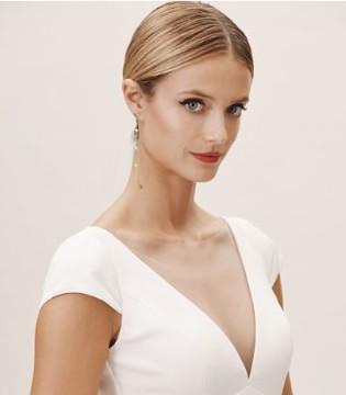 一款优雅的礼服帮你解决 如何在宴会上打扮高雅的难题