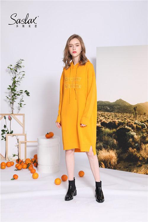 黄色衣服怎么搭配?莎斯莱思黄色卫衣 一秒吸引眼球