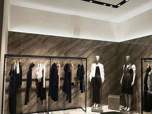 9102年定个小目标 先开一家艾维女装店!
