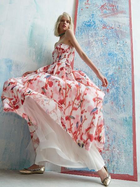 高瞻远瞩的品牌女装1/800成功签约中国品牌服装网!