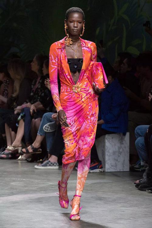 Versace 风靡年代的经典时刻 令人惊叹
