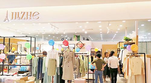 国庆小长假就来艾丽哲女装!新店开业期间优惠更多!