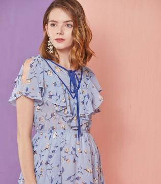 如今已步入初秋了 优雅连衣裙让你在秋季彰显魅力。