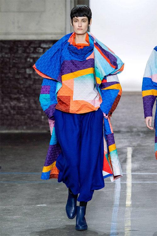 三宅一生时尚女性自成一体的风景