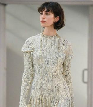 Rochas时尚女装 9102的时髦穿搭美炸这条街!