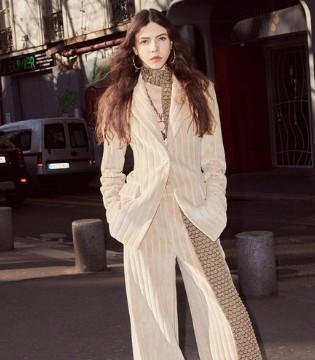 秋冬季简约风尚的时尚穿搭 延续盛夏的美丽!