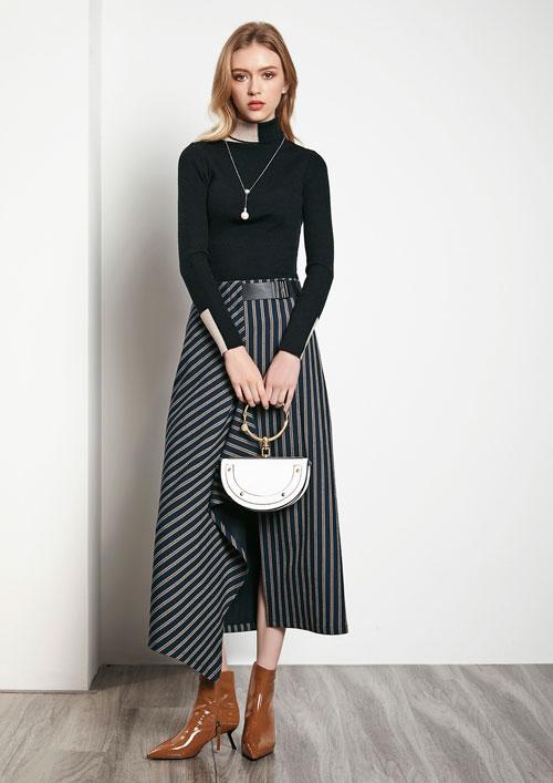 揭秘!时尚都市女性的穿搭技巧 让你不再自卑