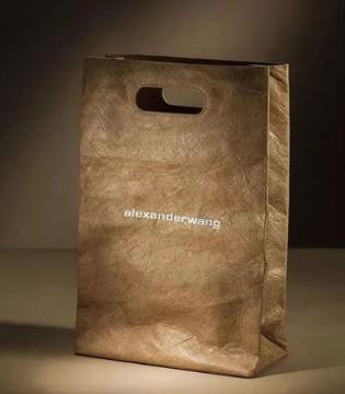 麦当劳也加入时尚行业了吗?推出其首批自有品牌服装
