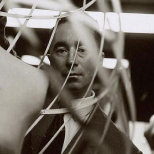 "Charles James被誉为""时装雕塑家""的设计师"