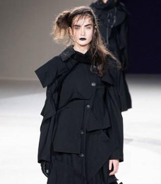 Yohji Yamamoto女装 简洁而有韵味 反时尚风格