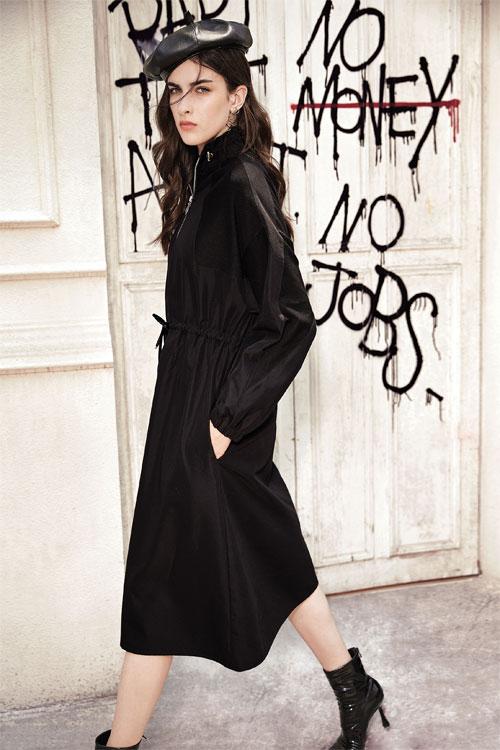 2020年的服�穿搭流行��荨∽�卡尼�W女�b��你了解一下