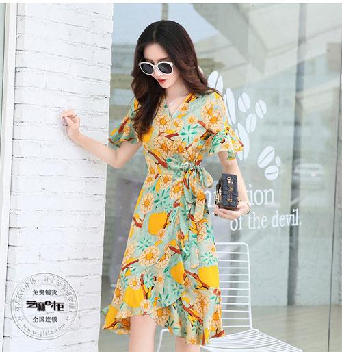 夏日度假风 怎么少得了芝麻e柜连衣裙?
