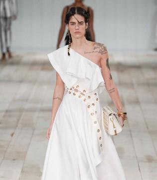 Alexander McQueen时装 展现女性的美!