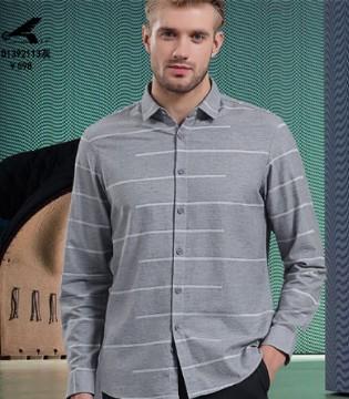 皇卡 富含历史色彩的服装 充斥着品牌承载的服装