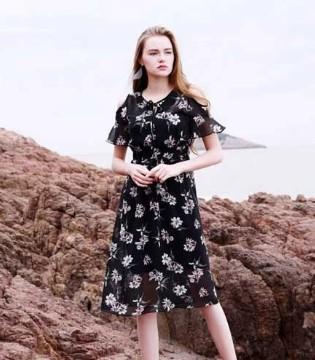 依倍姿时尚女装:自信的女人更加美丽